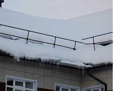 Изображение крыши до уборки снега